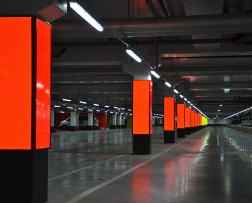 ljuslåda skylt i parkering | FocusNeo