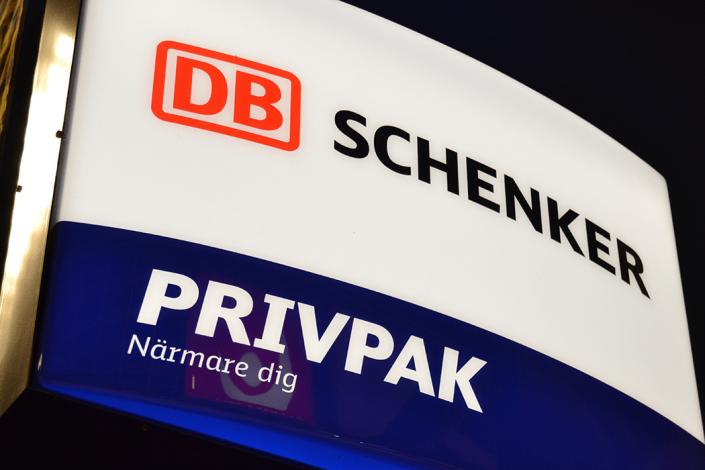 DB Schenker ljuslåda skylt av FocusNeo i Stockholm