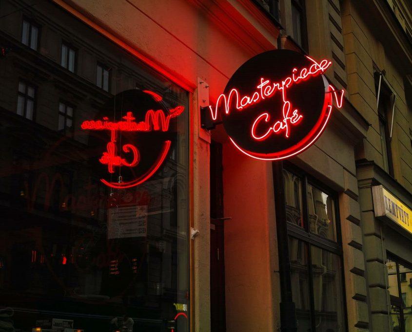Masterpiece Café cirkulära neonskyltar med FocusNeo