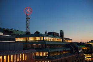 Nk-klockan högt tak tecken på toppen av tornet | FocusNeo