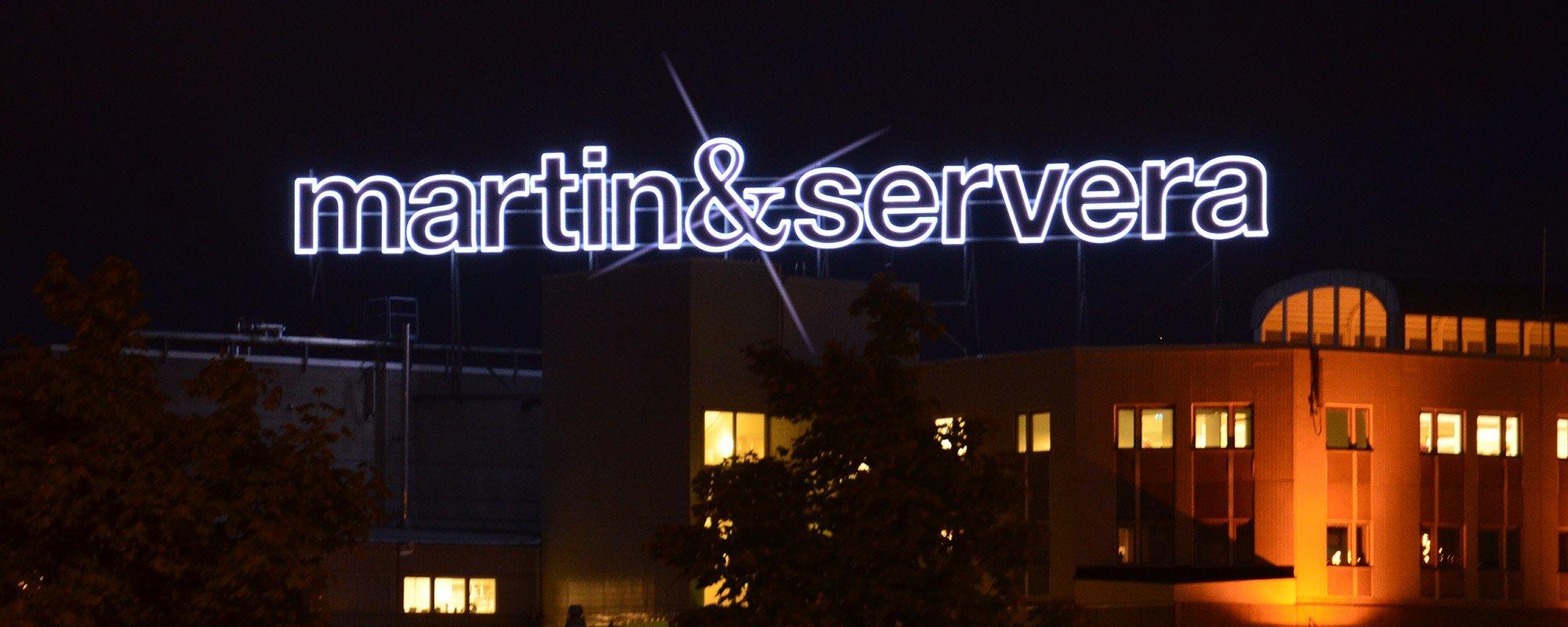 Martinservera takskylt av FocusNeo i Stockholm