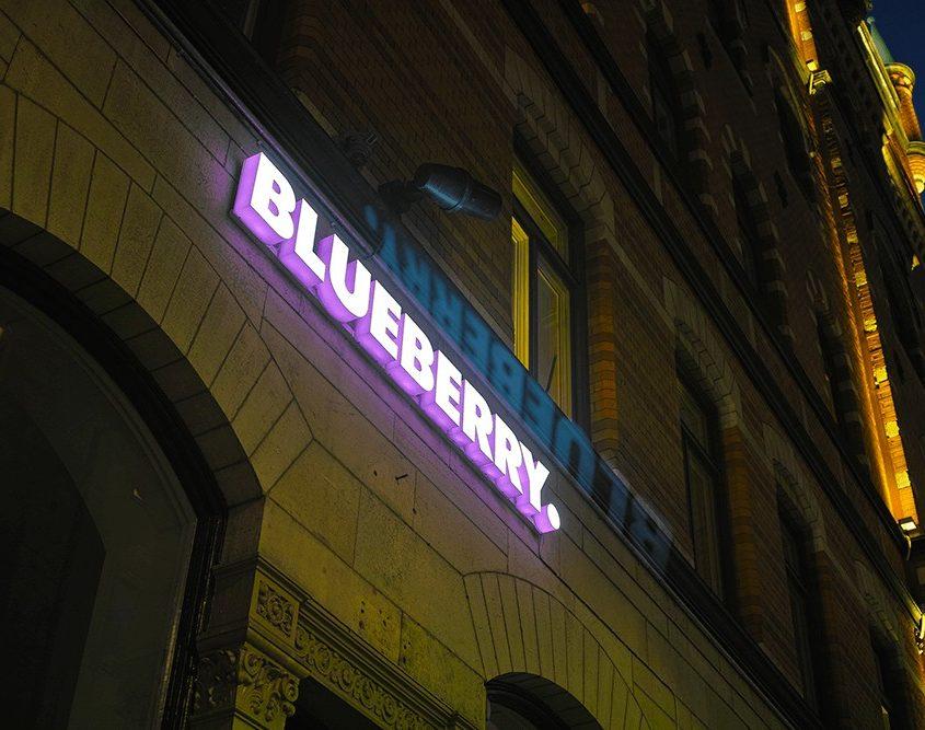 Blueberry LED-bokstäver skyltar i Stockholm av FocusNeo